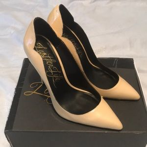 Bone colored patent leather leather heels